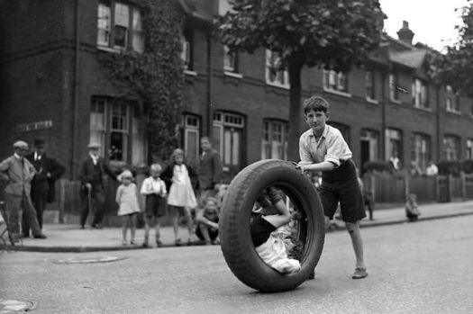 Children-race-with-motor-car-tyre